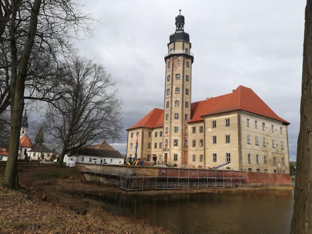 Wasserschloss Reinharz:  schaurige Liebes-Sage entführt in alte Zeiten