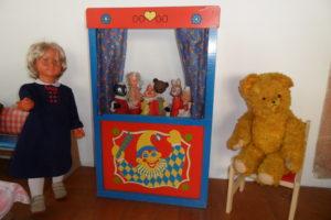 Puppe und Teddy