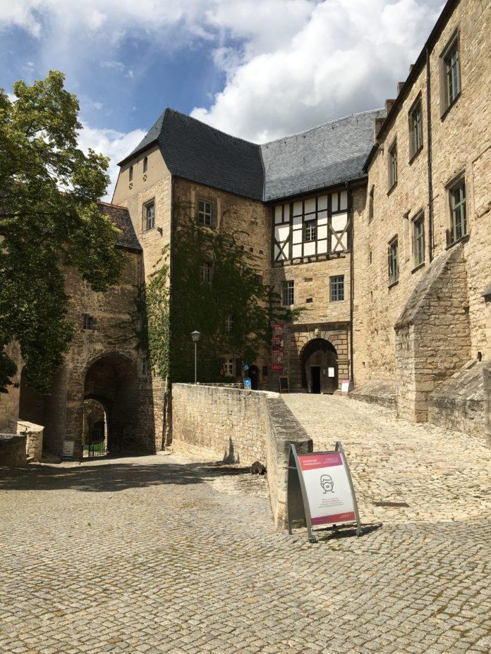 Burghof Neuenburg